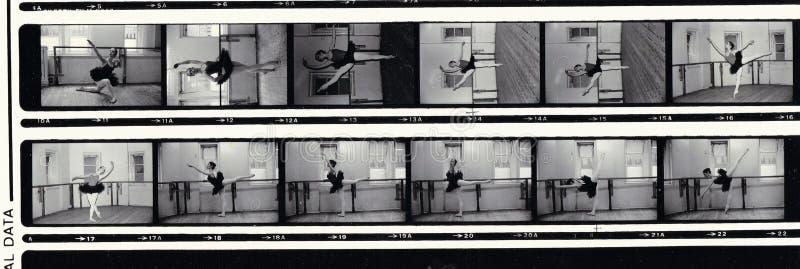 Svartvita fotoremsor av balettdansören royaltyfri bild