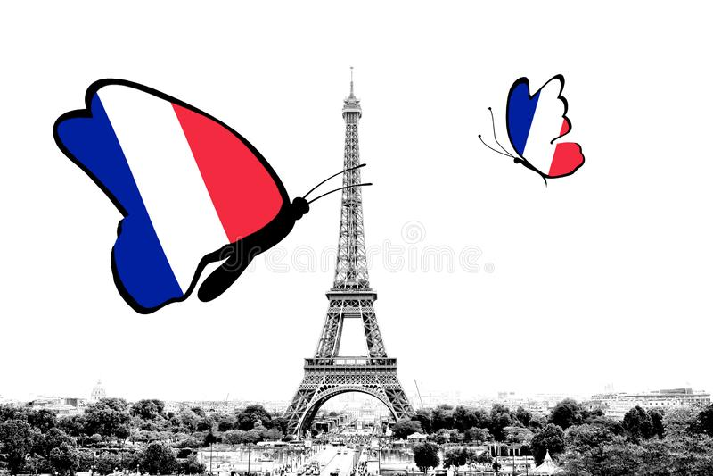 Svartvitt foto av Paris panorama med en sikt av Eiffeltorn med fj?rilar omkring i f?rgerna av nationsflaggan royaltyfri bild