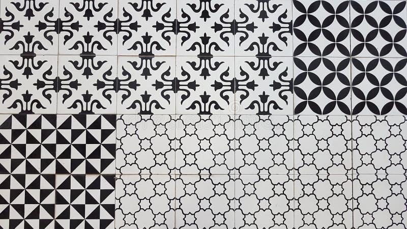 Svartvitt keramiskt golv royaltyfria bilder