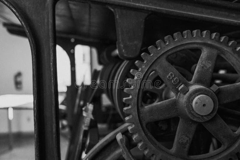 Svartvitt kugghjul arkivfoto