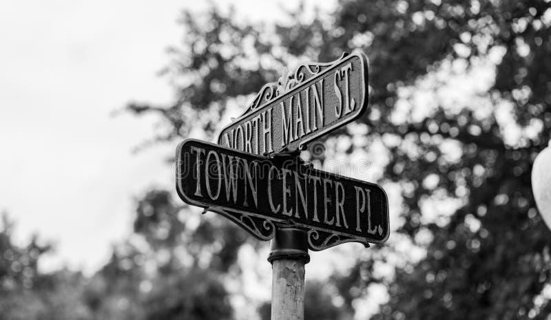 Svartvitt tecken för gata för stadmitt arkivbilder