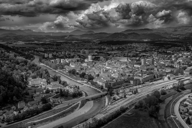 Svartvitt utseende från den äldre staden Celje, Slovenien arkivbild