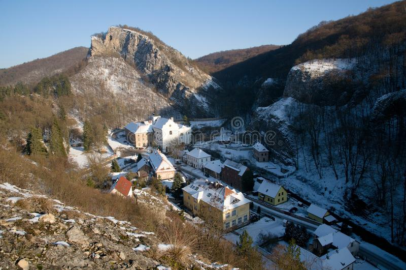 Svaty Januari fröskida Skalou, centrala Bohemia, Tjeckien arkivfoto