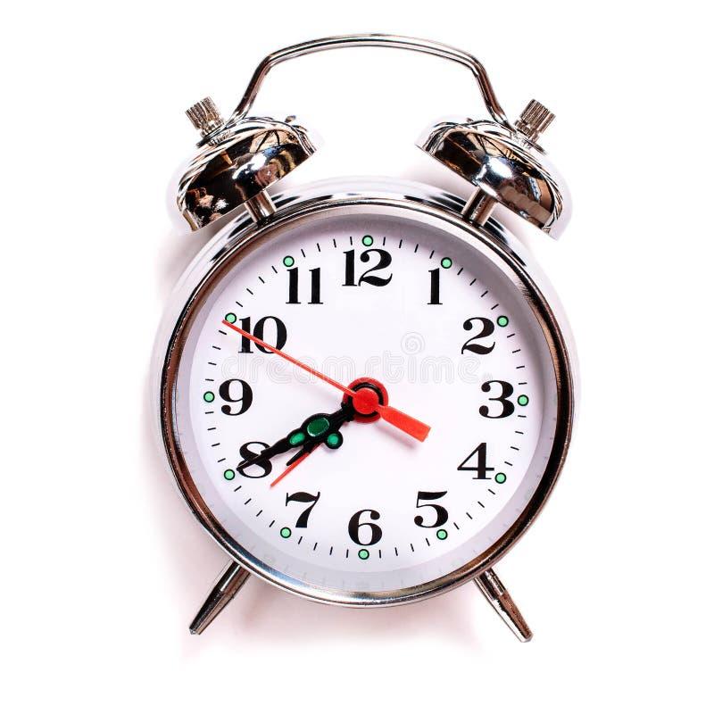 Sveglia analogica d'annata di Solated su un fondo bianco Sette quaranta di mattina sulla sveglia fotografie stock