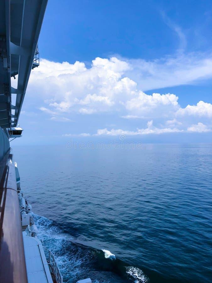 Svegliando a questa vista dalla nostra cabina della nave fotografia stock libera da diritti
