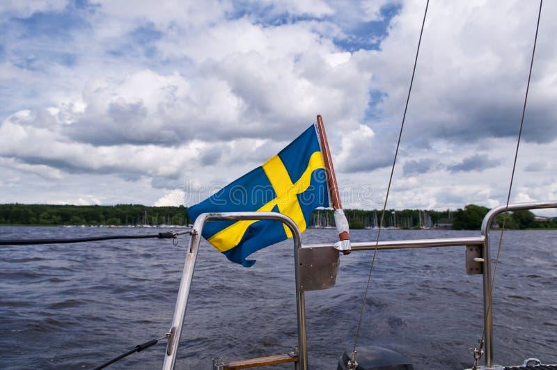 Svenskflagga på fartyget royaltyfri fotografi