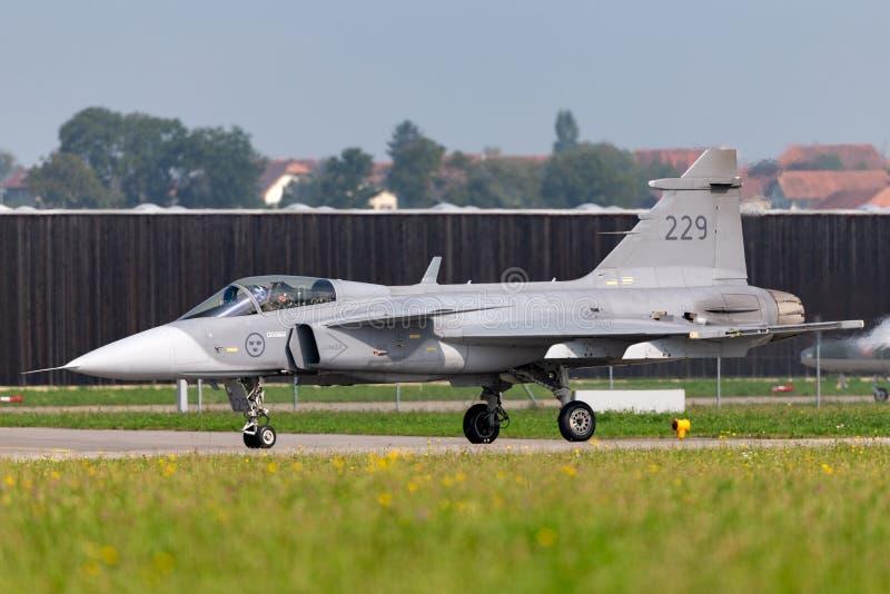 Svenskt flygplan för flygvapenSaab JAS-39C Gripen multirole kämpe arkivbild
