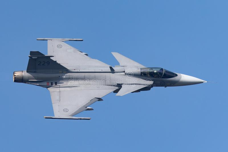 Svenskt flygplan för flygvapenSaab JAS-39C Gripen multirole kämpe arkivbilder