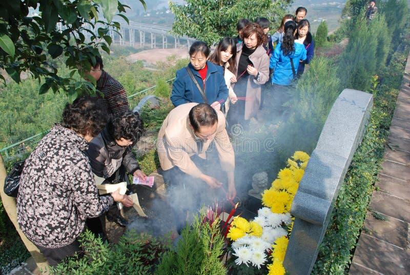 svepande tomb för kinesiskt folk royaltyfri bild