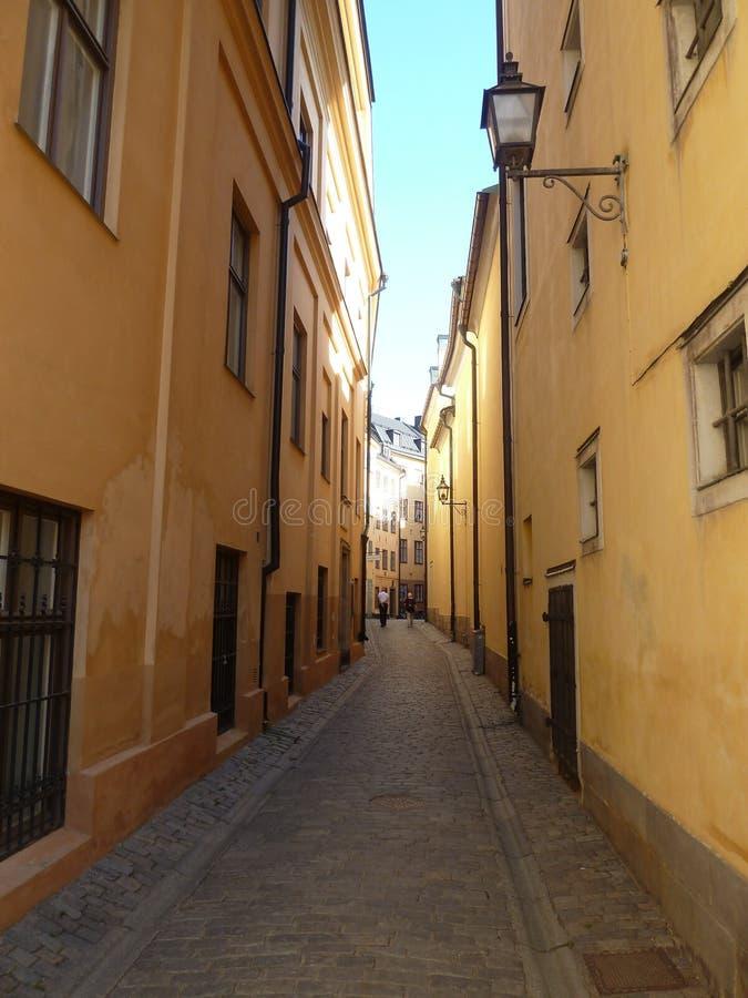 Sverige Stockholm - den Bollhusgrand gatan i Gamla Stan Old Town i Stockholm royaltyfri fotografi