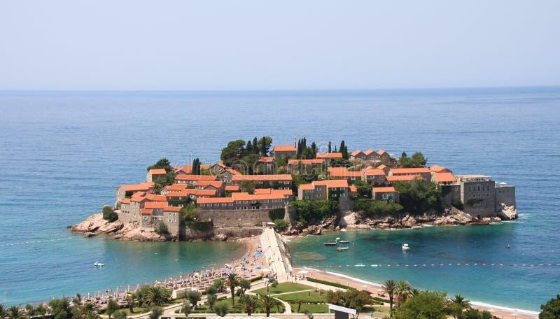Sveti斯蒂芬一个美丽的小岛和一家豪华旅馆依靠 budva montenegro 库存图片