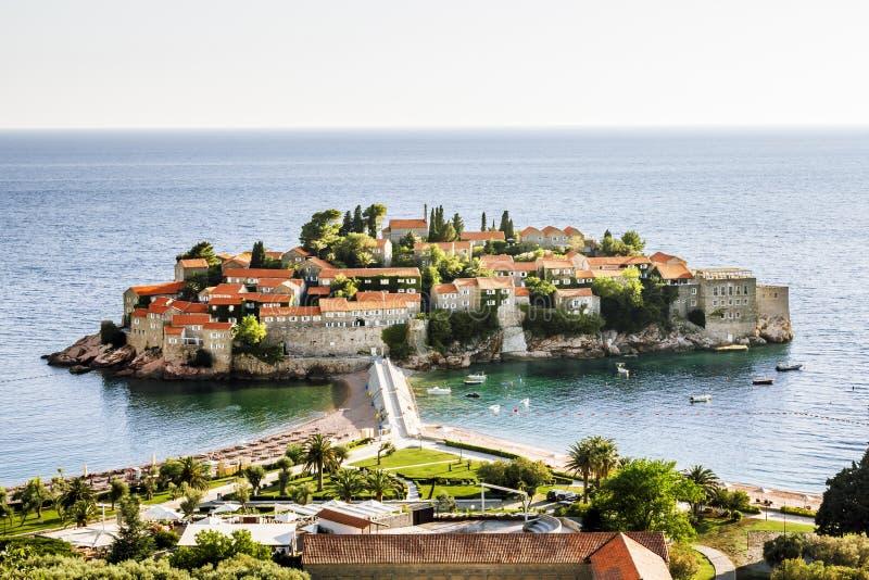 Sveti斯蒂芬海岛旅馆在黑山在一个夏日 库存图片