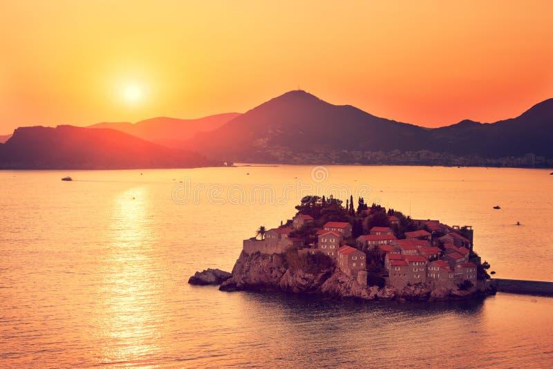 Sveti Stefan Island in Montenegro bij Adriatische Overzees royalty-vrije stock foto