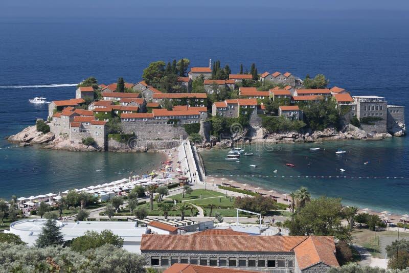 Sveti Stefan Island na costa do mar de adriático em Montenegro fotos de stock