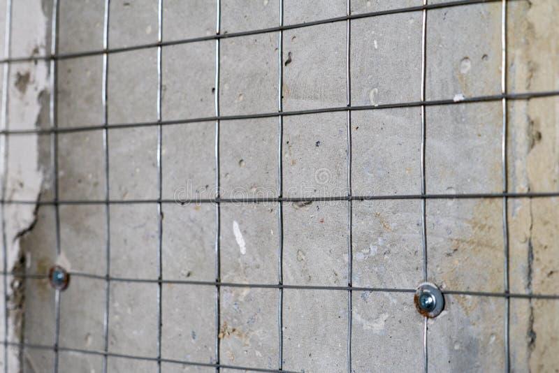 Svetsat ingrepp för metall för bättre fasthållande av murbruk på väggarna royaltyfri fotografi