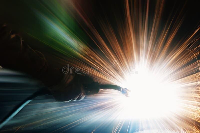 Svetsning med sparks royaltyfria foton