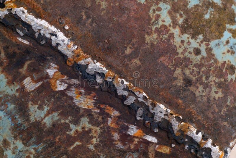 Svetsning på rostig metall royaltyfri foto