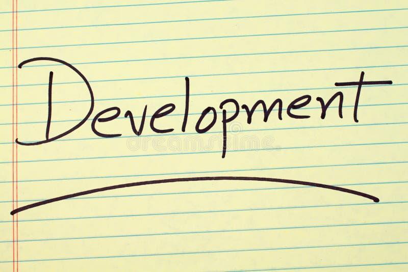 Sviluppo su un blocco note giallo immagine stock libera da diritti