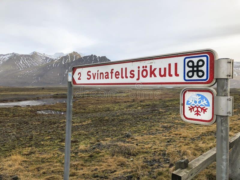 Svinafellsjokull-Eisfeldweg unterzeichnen herein Island stockbilder