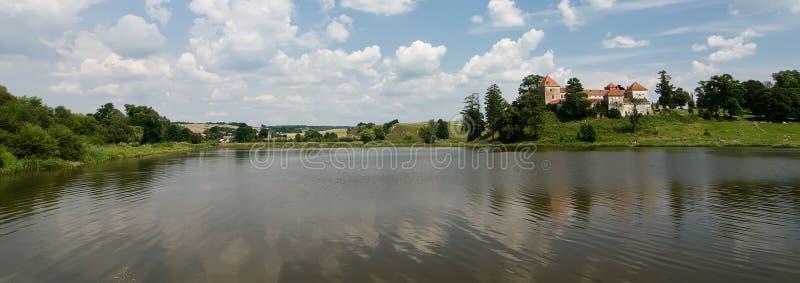 Svirzh Schloss auf einem See lizenzfreie stockbilder