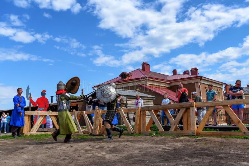 SVIYAZHSK ROSJA, CZERWIEC, - 4, 2016: Średniowieczna odbudowa w Sviyazhsk, Rosja obraz stock