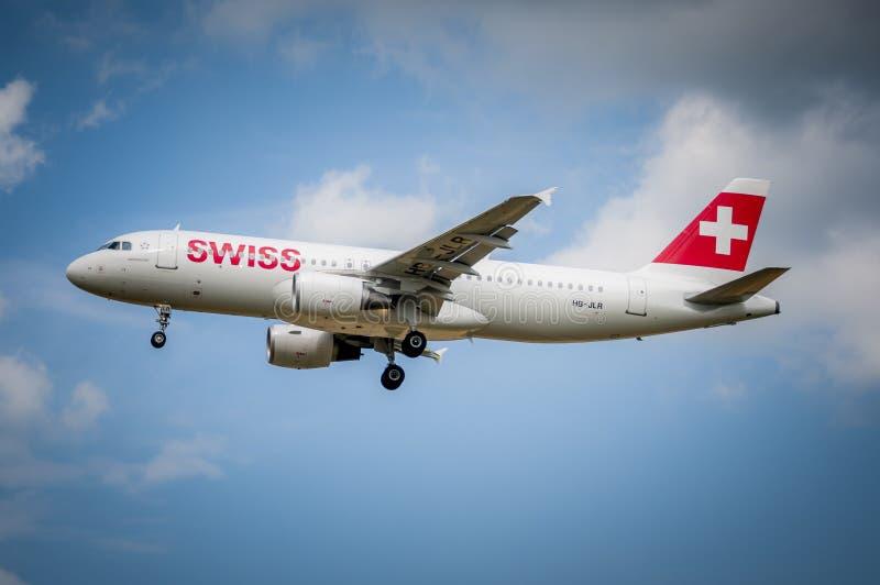 Svizzero Airbus A-320 all'aeroporto LJMB di Maribor fotografia stock