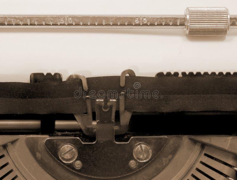 Svuoti dalla vecchia macchina da scrivere su Libro Bianco con seppia tonificata fotografia stock