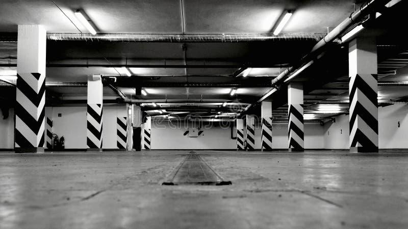 Svuoti il parcheggio sotterraneo immagine stock libera da diritti