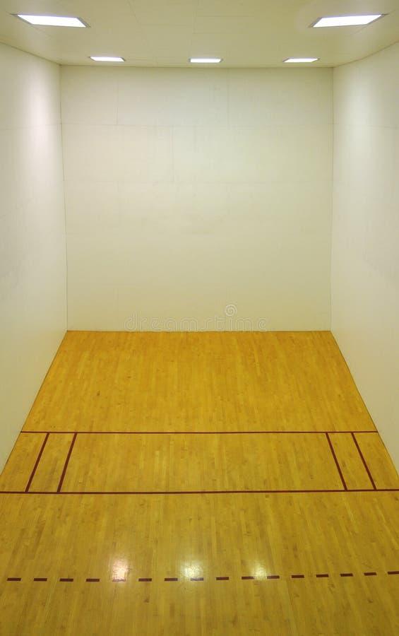 Svuoti l'interiore del campo da pallacanestro fotografia stock libera da diritti