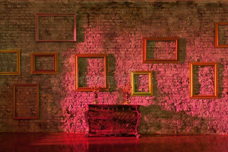 Svuoti le cornici sul muro di mattoni immagine stock for Cornici muro