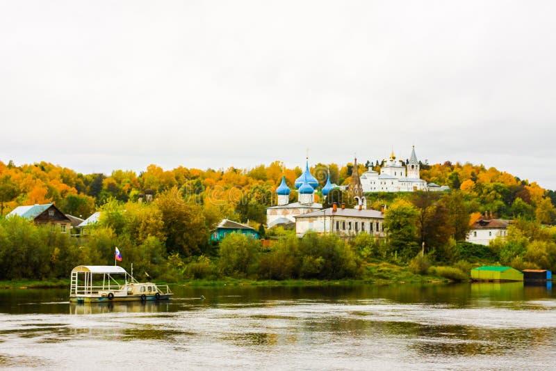 Svyato Troitse Nikolsky för kloster för helig Treenighet för ` s för St Nichola kloster och domkyrka av förklaringen Sikt från Kl royaltyfria foton
