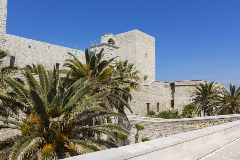 Swabian slott av Trani, Puglia, Italien arkivbilder