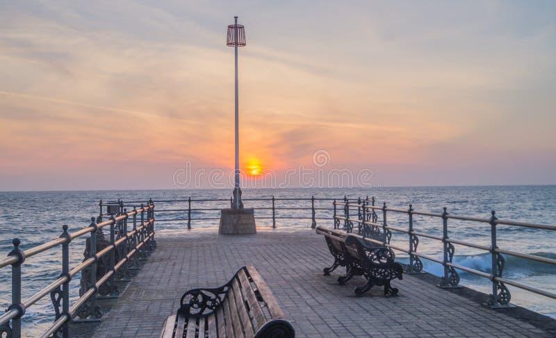 Swanage-Pier bei Sonnenaufgang lizenzfreie stockfotos