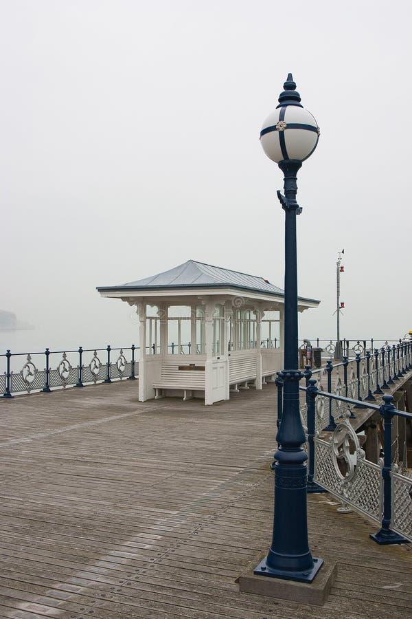 Swanage-Pier im Nebel, Dorset, England lizenzfreie stockfotos