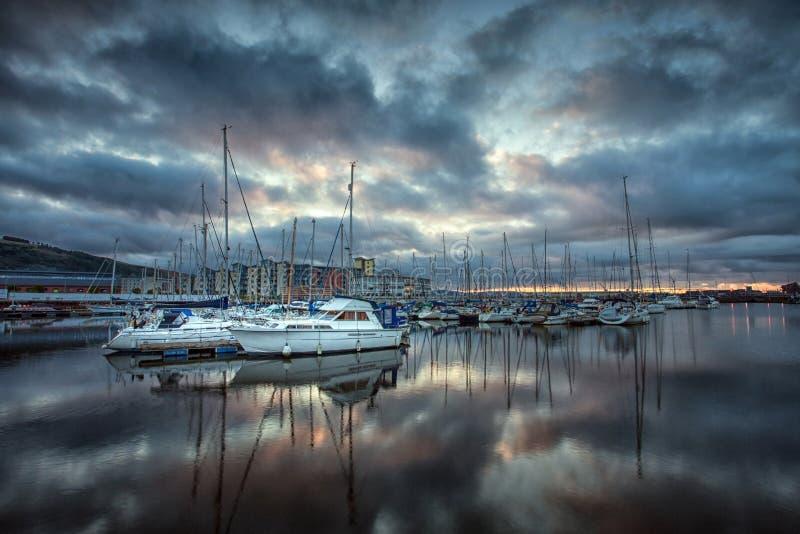 Swansea Marina Reflections stock afbeeldingen
