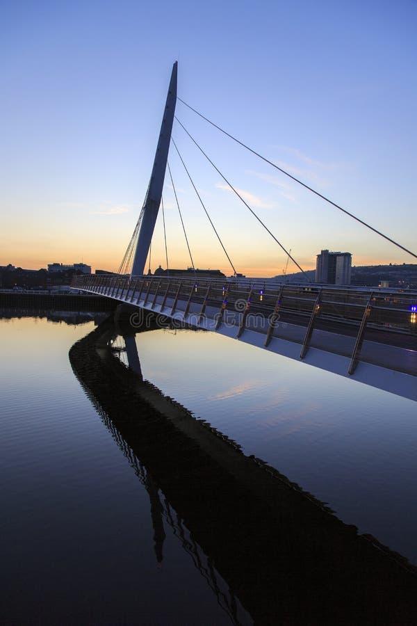 Swansea Marina Sail Bridge bij Nacht royalty-vrije stock foto's