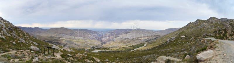 Swartbergpas, van het hoogste punt wordt gezien dat stock fotografie