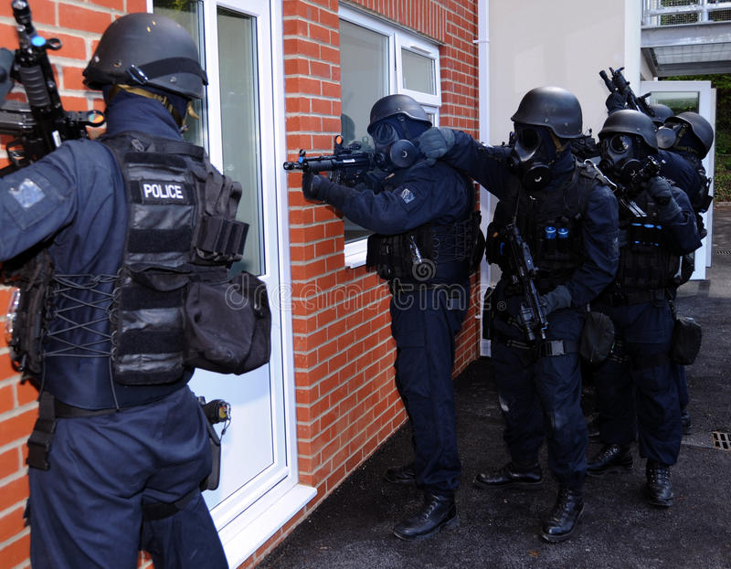 Download Police SWAT House Entry Royalty Free Stock Images - Image: 19849429