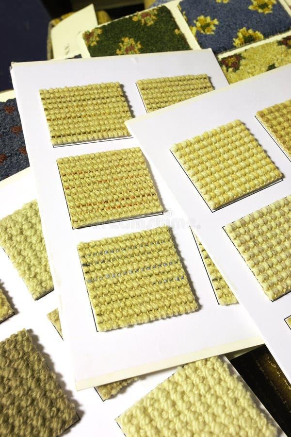 Swatches e amostras da textura do tapete imagens de stock