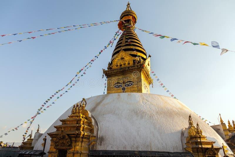 Swayambhunath Stupa - den mest holiest stupaen av vajrayanaen för tibetan buddhism kathmandu nepal arkivbilder