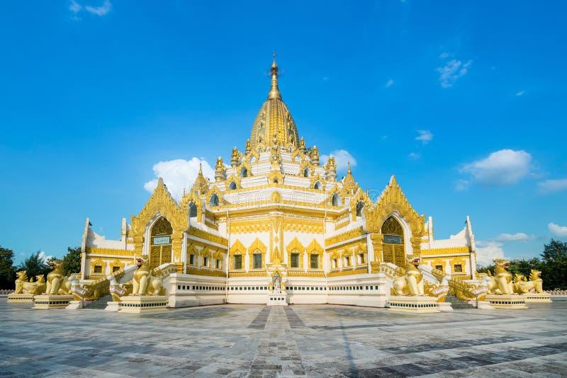 Swe Taw Myat, пагода реликвии зуба Будды (Янгон, Мьянма) стоковые изображения rf
