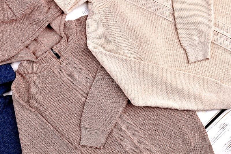 Sweaters met een kap voor jongens royalty-vrije stock foto's