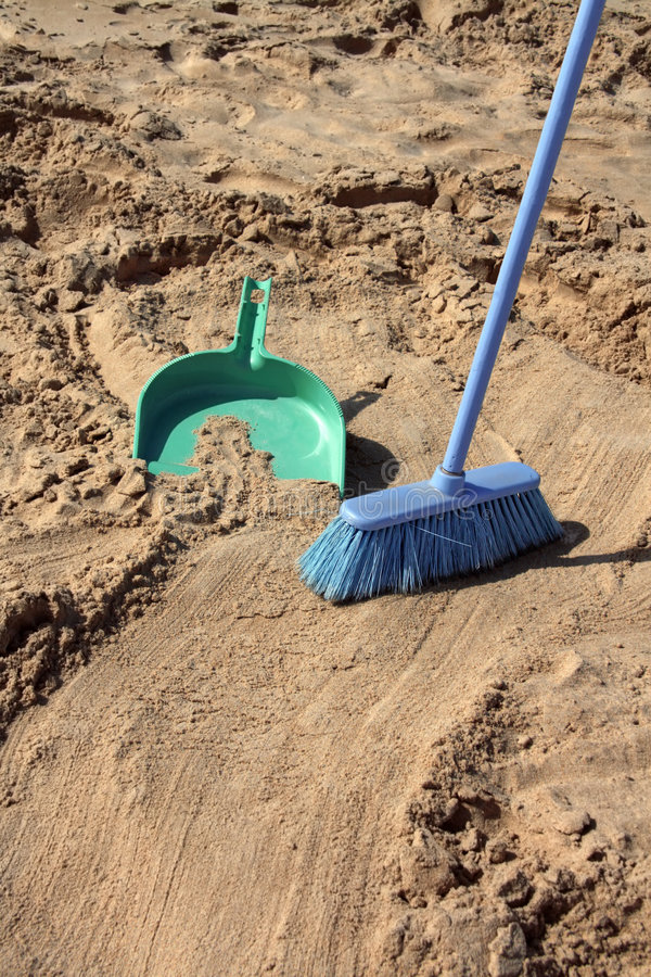 Free Sweeping The Beach (irony) Royalty Free Stock Images - 6751129