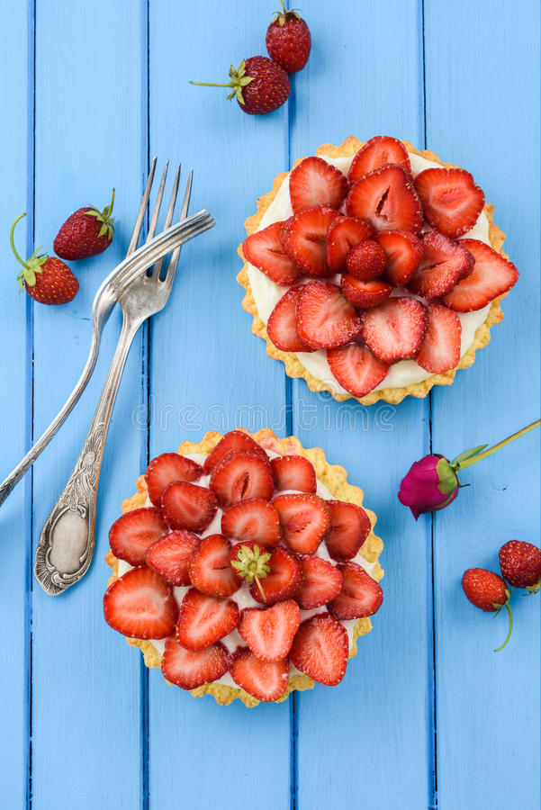 Free Sweet Tarts With Fresh Strawberries, Mascarpone Served With Vintage Forks On Blue Table Royalty Free Stock Photography - 95787867
