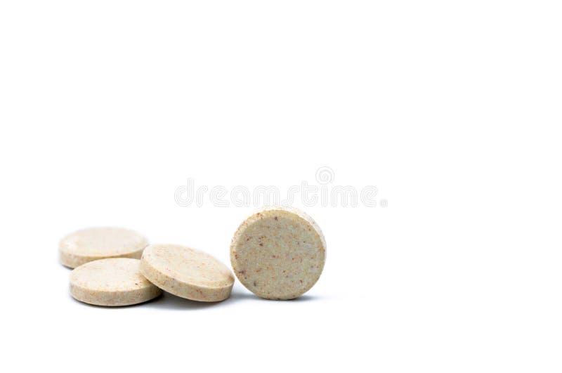 Sweetened flavored as tabuletas do leite isoladas no fundo branco com espaço da cópia para o texto Produtos alimentares do cálcio imagem de stock