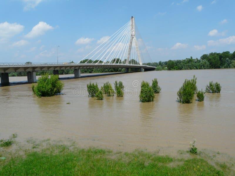 Swietokrzyski most na Vistula rzece w Warszawa, Polska zdjęcie royalty free