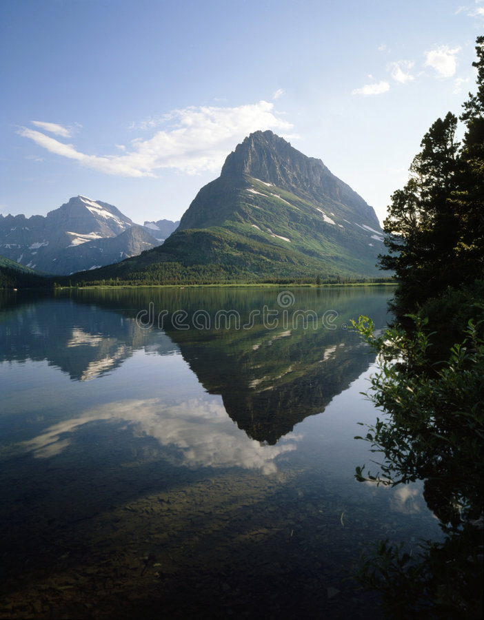 SWIFTCURRENT LAKE, GLACIER NP royalty free stock photography