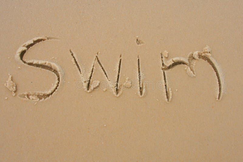 Swim im Sand stockfoto