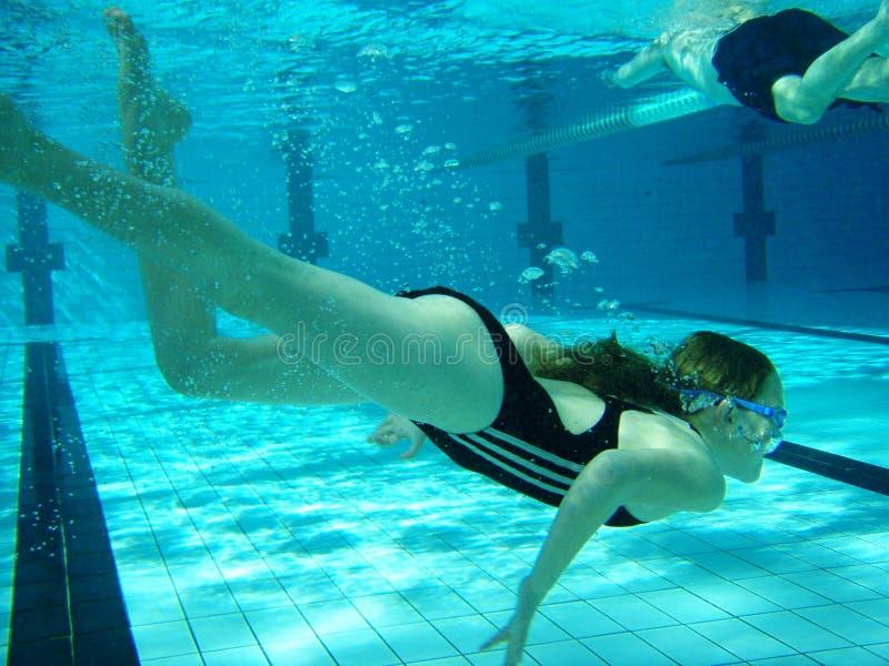 Swim Unterwasser stockfotos