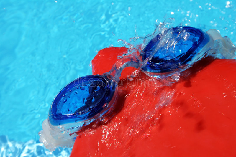 Download Swimming Goggles And Cap Royalty Free Stock Photography - Image: 862797
